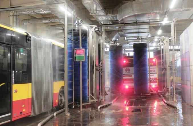Czyste autobusy i tramwaje wymagają myjni szytych na miarę