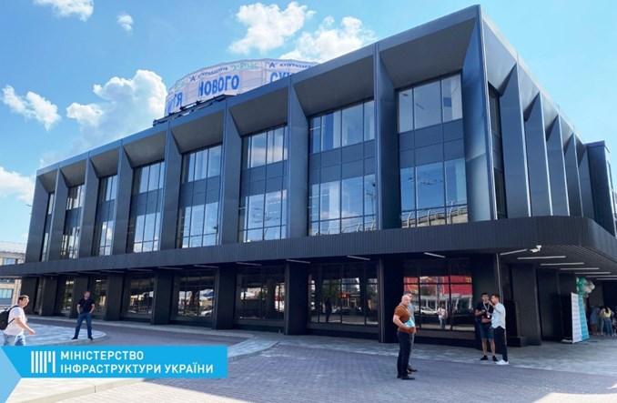 Kijów. Zmodernizowano dworzec autobusowy. Stare mozaiki, nowy standard
