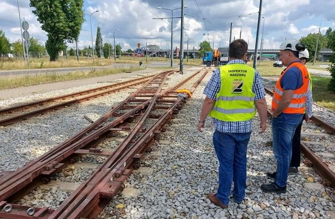 Przed budową nowych mostów Bydgoszcz testuje rozjazdy nakładkowe