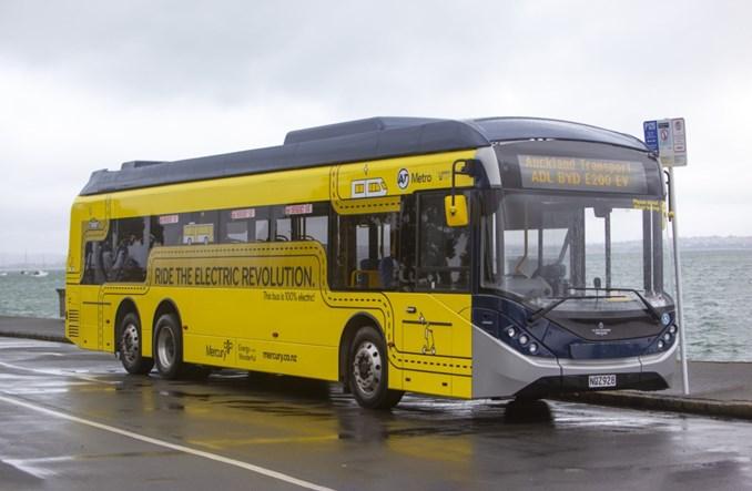 Auckland z pierwszym trzyosiowym autobusem od ADL