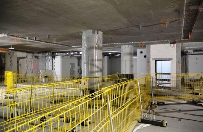 Metro na Bemowo przed pracami wykończeniowymi. Pojawią się corten, miedź i tynk akustyczny