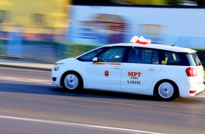 Warszawa. Autobusy sprzedają MPT, cena tajna, taksówkarze protestują