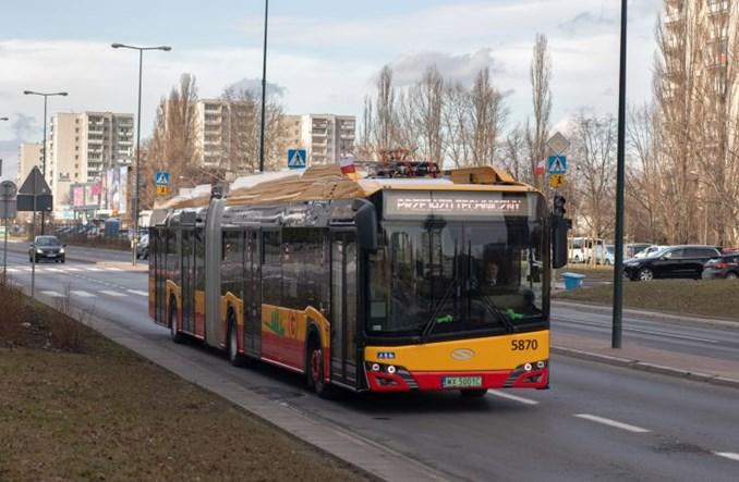 Warszawa: Zepsuty elektrobus zablokował ruch tramwajów. Nie zabrakło prądu [aktualizacja]