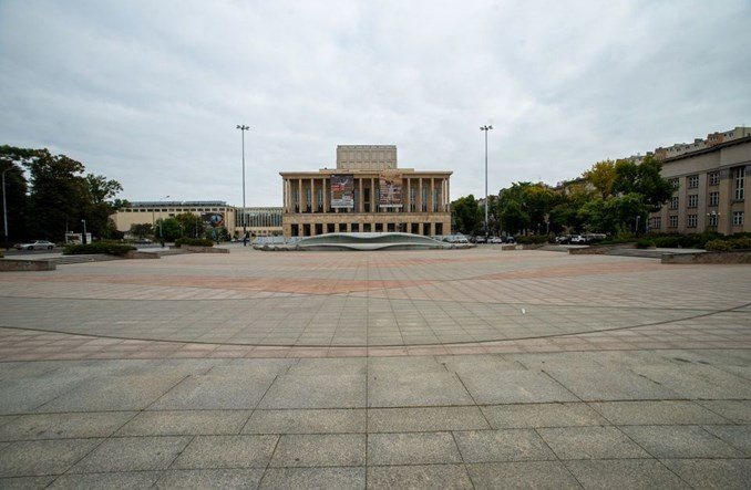 Łódź walczy z betonozą na pl. Dąbrowskiego