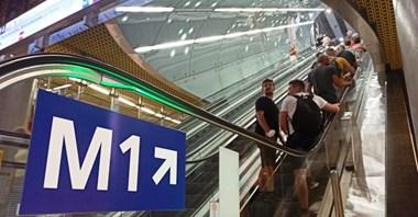 Przesiadki w metrze. ZTM zachęca do chodzenia górą, dozór zatrzymuje schody