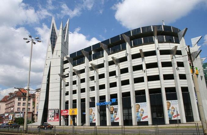 Łódź: Parkingi wielopoziomowe – jakie, dla kogo, za ile?