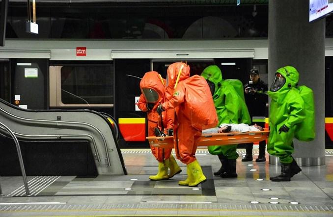Metro ewakuowane i odkażone. Nocne ćwiczenia