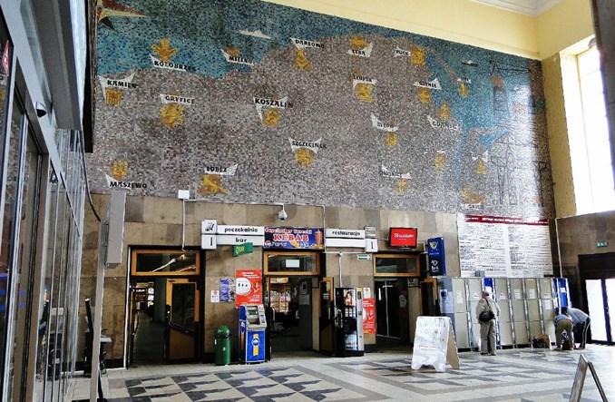 Modernizowany Szczecin Główny: Mozaiki częściowo zasłonięte płytami