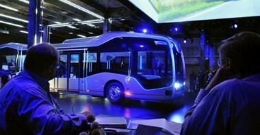 """Autobus """"bez kierowcy"""" Mercedesa. Czy jest bezpieczny?"""