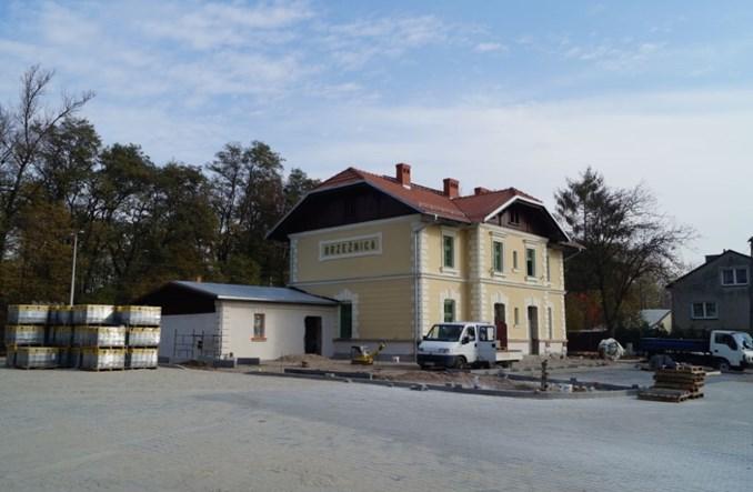 Brzeźnica wyremontowała dworzec kolejowy, z którego nie odjeżdżają pociągi