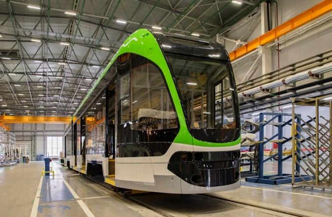 Rosja: Montaż końcowy niskopodłogowego tramwaju dla sieci 1000 mm