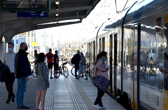 Luzowanie obostrzeń. 75% pojemności w transporcie publicznym