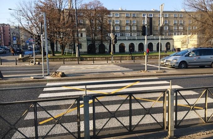 Warszawa: Wracają pasy przez Andersa nad stacją metra Ratusz