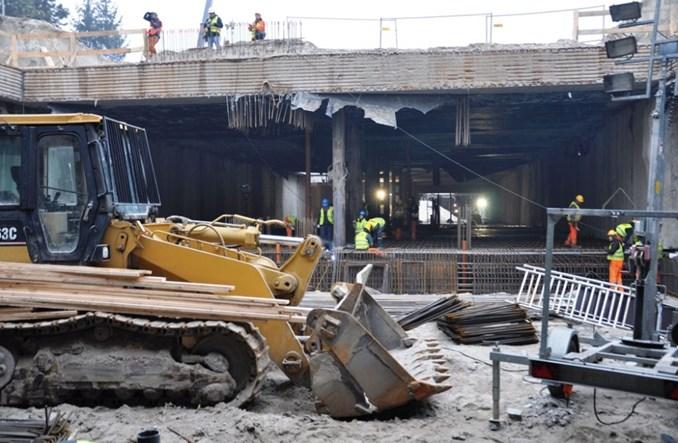 Metro na Targówek: Na Trockiej wre praca pod stropem