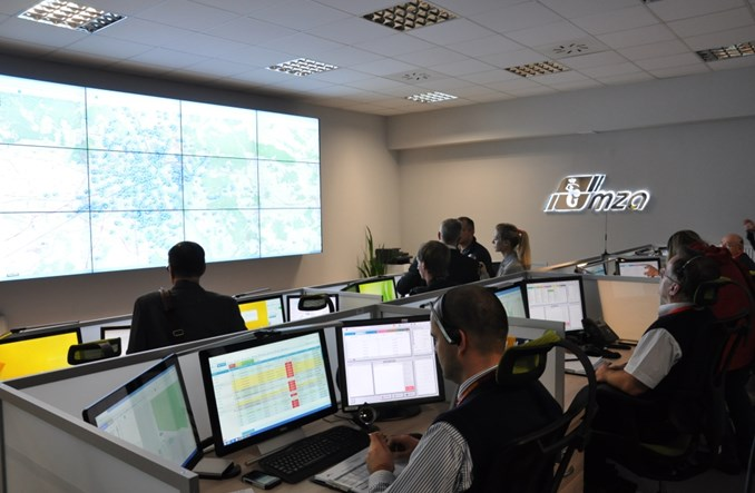 Warszawa. W centrali MZA kontrolują 1200 autobusów. Na żywo