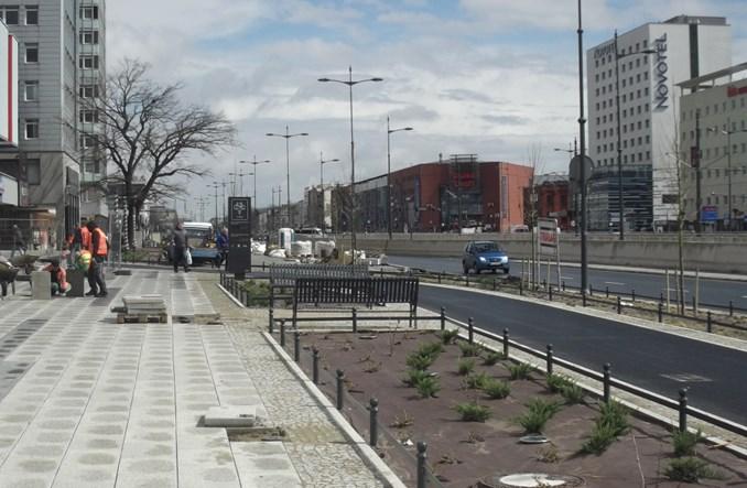 Łódź: Plac pod Urzędem Marszałkowskim na ostatniej prostej