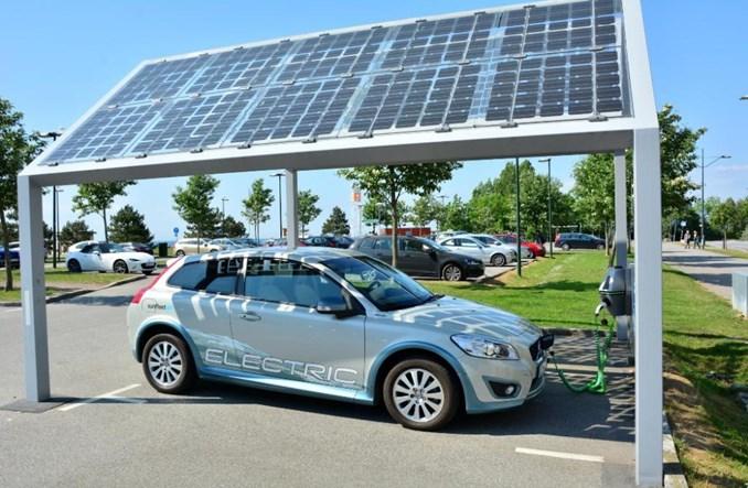 """Eksperci: """"Zelektryfikowane"""" pojazdy będą w 2030 r. połową rynku"""