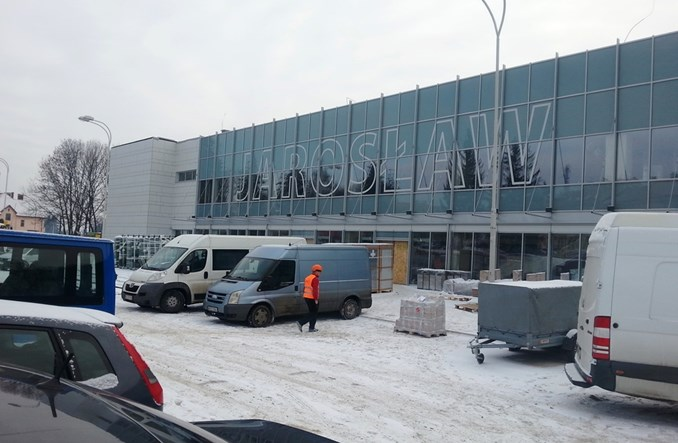 Prace wykończeniowe na dworcu w Jarosławiu. Obsłuży kolej i autobusy
