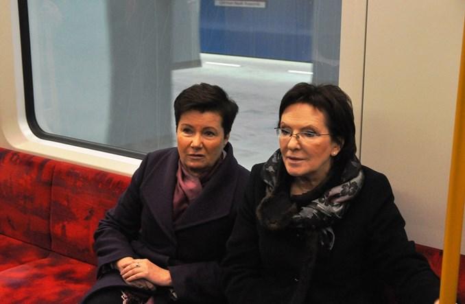 Premier przejechała się metrem: szybko i wygodnie