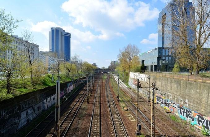 """Nieruchomości i projekty deweloperskie """"drugą nogą"""" PKP SA"""
