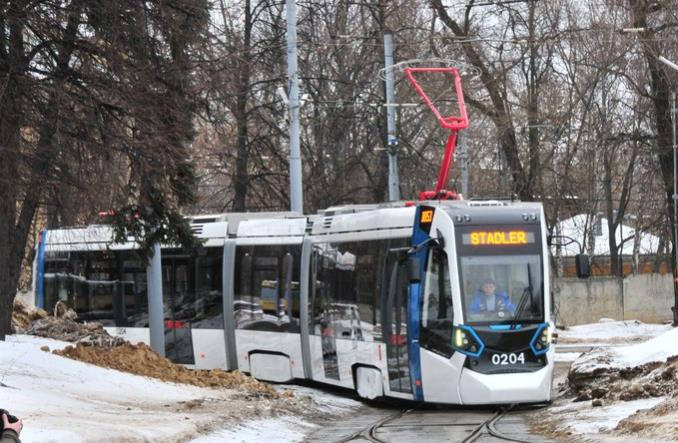 Szerokotorowy tramwaj Stadlera na testach w Moskwie