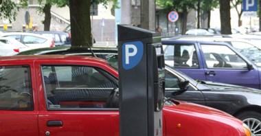 Jak to było z parkowaniem na chodniku. Czy to esbecka praktyka?