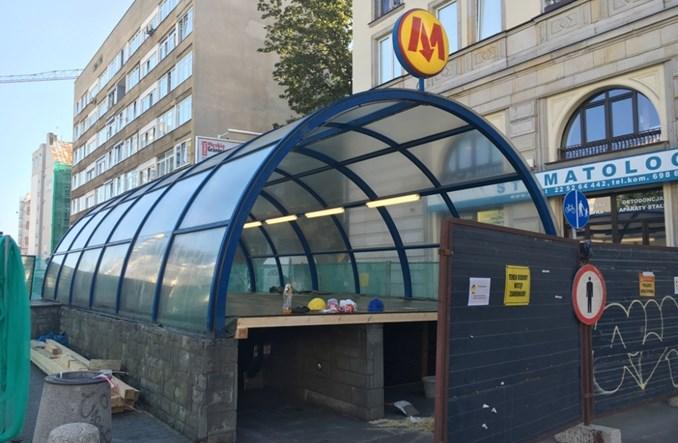 Metro: Wejście na Politechnikę zamknięte. Start prac przy remoncie wiaty