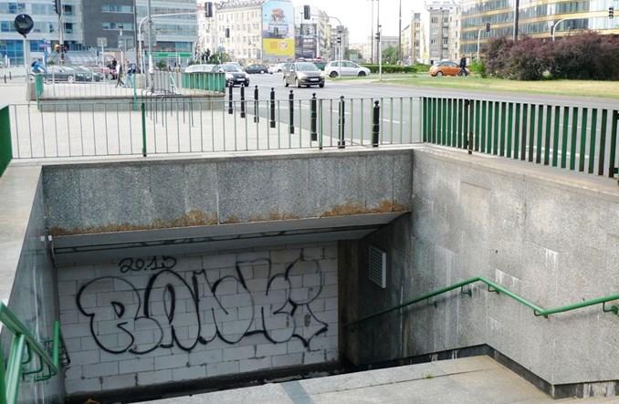 Warszawa: Niepotrzebne przejścia podziemne. Szkoda zasypywać, szkoda utrzymywać