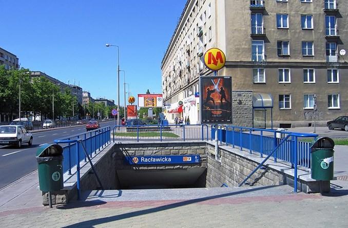 Wejścia na siedmiu kolejnych stacjach metra do naprawy