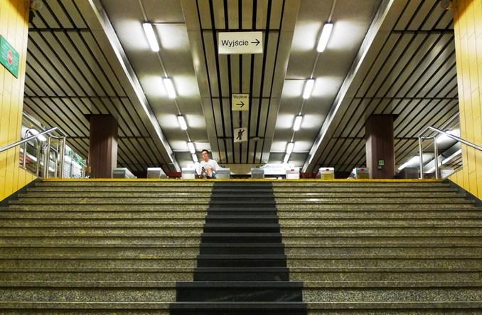 Metro dostosowuje się do potrzeb niepełnosprawnych. Będą szersze bramki