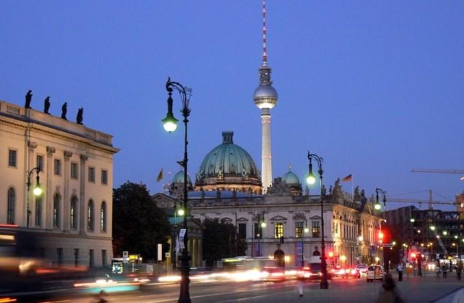 Berlińskie Unter den Linden bez aut. Wystarczy, by przyciągnąć berlińczyków?