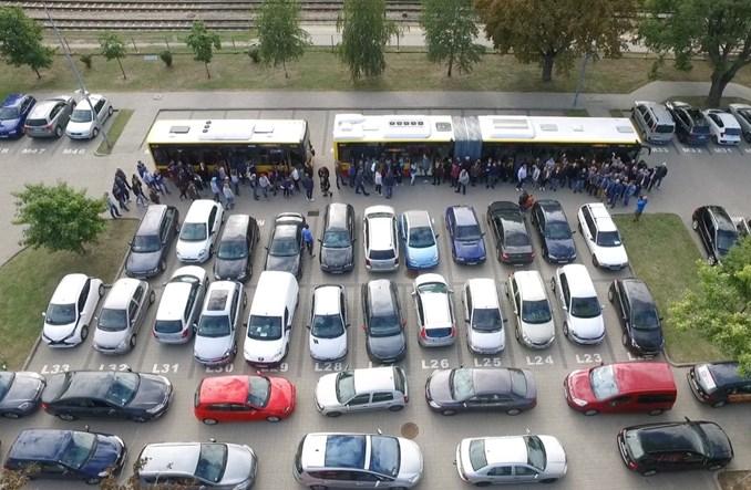 Ile samochodów w autobusie? Efektywna warszawska komunikacja