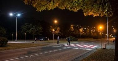 Warszawa. Trzy firmy chcą budować aktywne przejścia dla pieszych