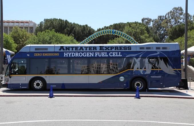 Amerykańscy studenci zrzucają się na… autobusy elektryczne