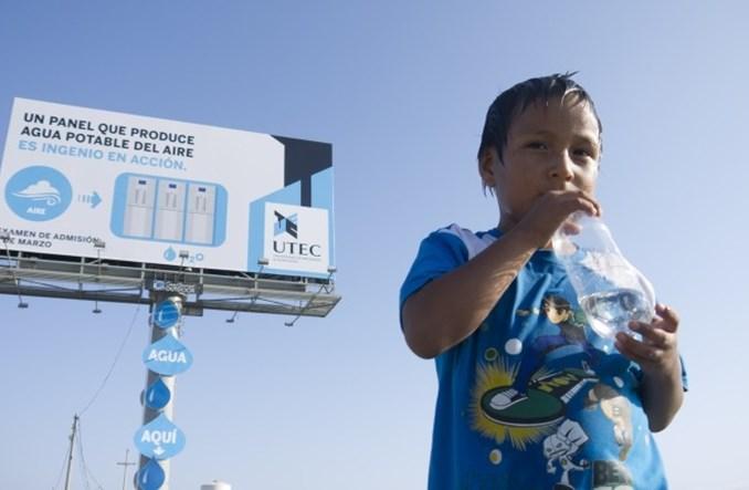 Genialny peruwiański billboard. Robi wodę, odświeża powietrze