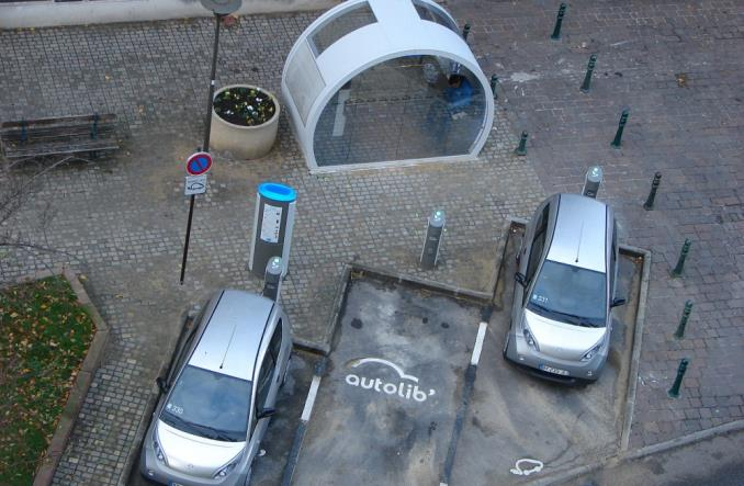 Elektryczny car-sharing w Paryżu ofiarą swego sukcesu