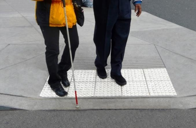 Zatrzyma się, czy się nie zatrzyma, czyli niewidomi i autobus