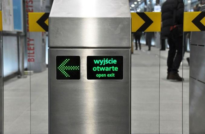 Przejście za pomocą telefonu. Bramki biletowe w metrze do przebudowy