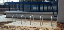 PLK montuje stojaki na 300 stacjach i przystankach