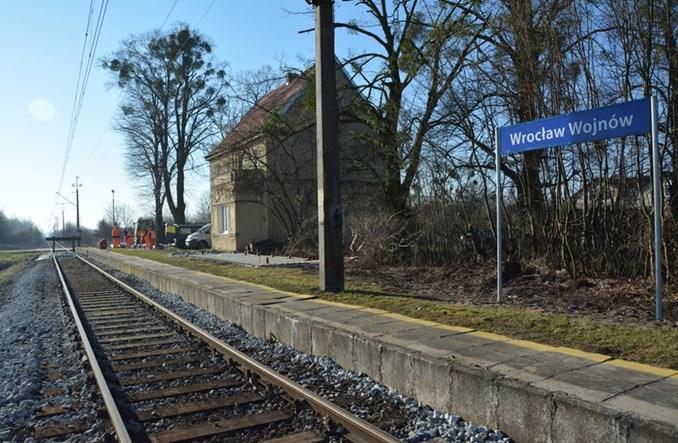 Wrocław: Kolej wygra z samochodem na trasie Wojnów – centrum