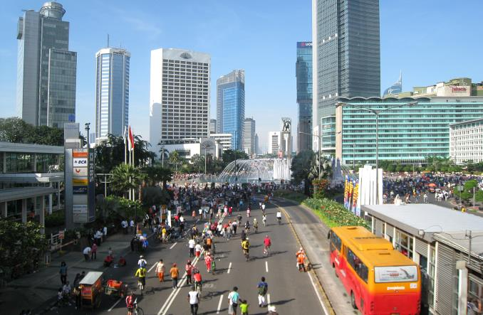 Urzędnicy w Dżakarcie mają piątki bez samochodu