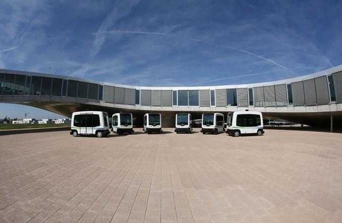 Autonomiczne autobusy w Las Vegas i w Paryżu