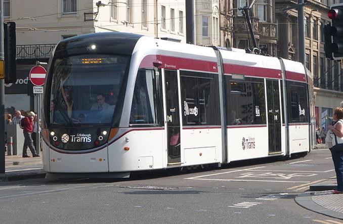 Edynburg zamyka tymczasowo główne ulice i poszerza chodniki