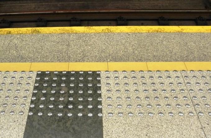 Metro: Wyznaczą trasy wolne od przeszkód na siedmiu stacjach I linii