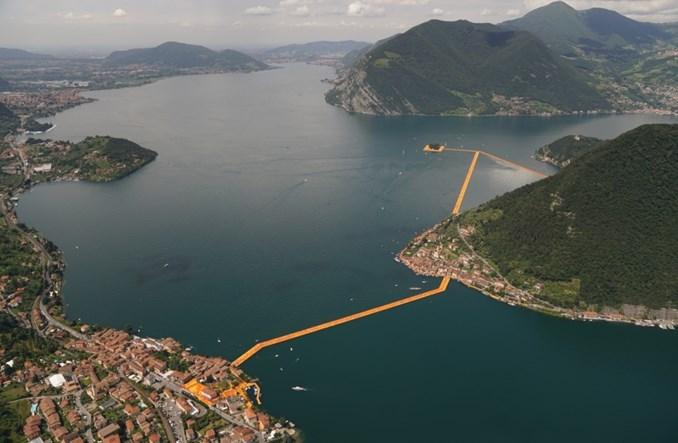 Jak we Włoszech chodzą po wodzie, czyli most na jeziorze Iseo