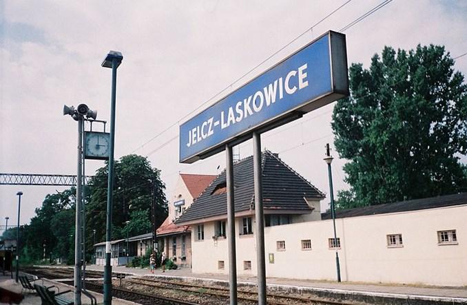 Jelcz–Laskowice zamawia przewozy autobusowe