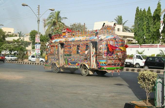 Bez muzyki w autobusie? W Karaczi jej zakazano