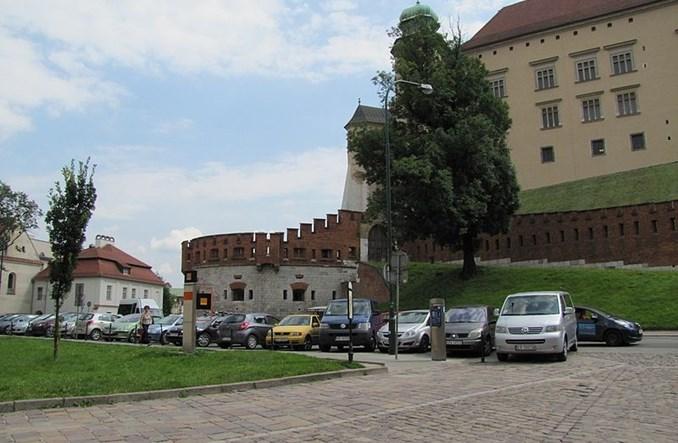 Kraków chce budować parkingi, ale nie może się za to zabrać