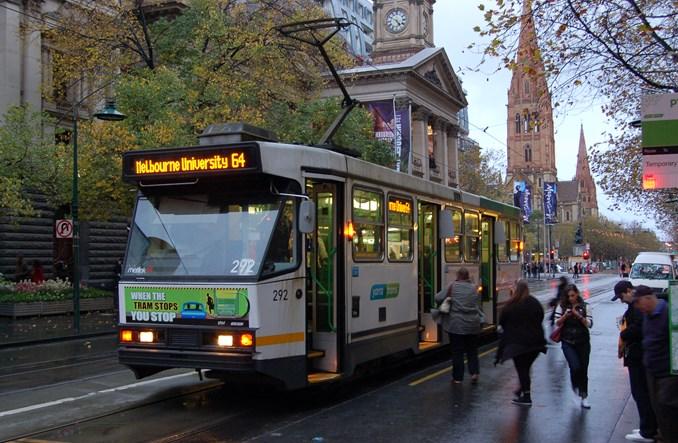 Melbourne. Dzięki zniżkom w autobusach zagraniczni studenci nie będą głodni?