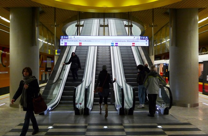 Metro: Oznaczenia na nowej linii do poprawki. Przesiadka bardziej widoczna